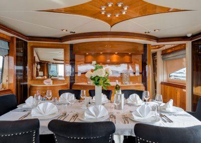Superyacht Sunseeker 105 M/Y BABY Salon