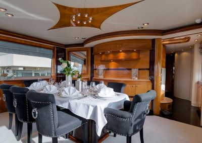 Superyacht Sunseeker 105 M/Y BABY Salon